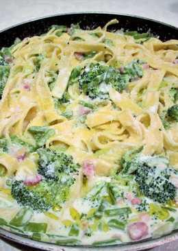 Tagliatelle con brócoli y tacos de beiconbañadasen crema especiada