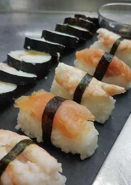 Sushi de salmón y aguacate