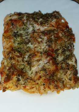 Tallarines al horno con verdura atún y palitos de mar
