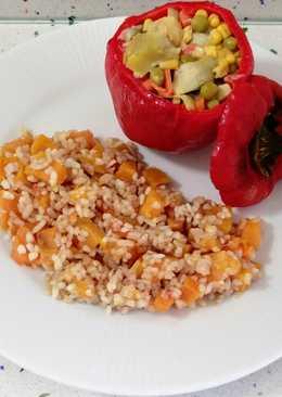 Pimientos rellenos de verduras y arroz salteado con calabaza y canela