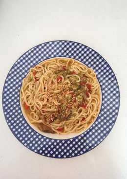 Spaghettis con verduras y salsa de soja (Olla Gm g)
