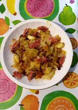 Trinchado de col y patata con semillas de lino dorado