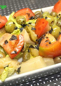 Ensalada de tomate y espárragos con sal negra