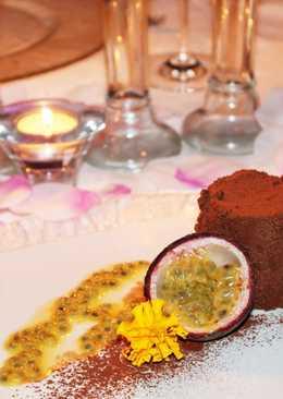 Mousse de chocolate negro con chili y fruta de la pasión
