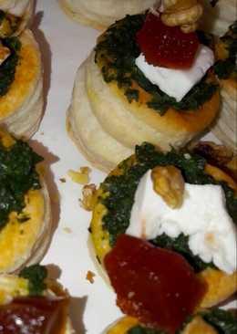 Mini volovanes con espinacas, queso y membrillo