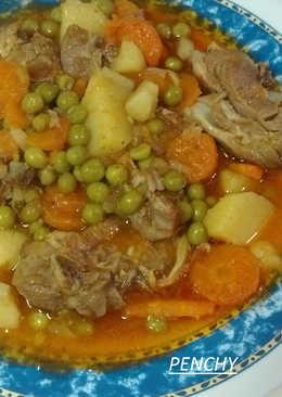 Cuello de cordero con verduras en salsa