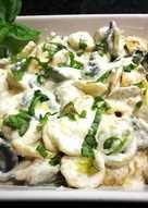 Medias conchas de verdura con salsa griega a la pimienta - fácil