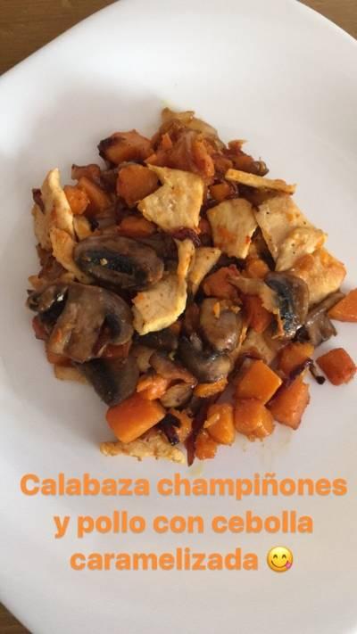 Calabaza champiñones y pollo con cebolla caramelizada