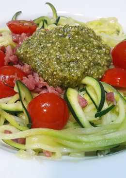 Espaguetis de calabacín con pesto de anacardos