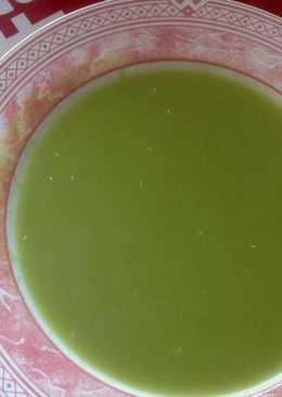 Sopa verde de col Pack choi con puerros y quinoa