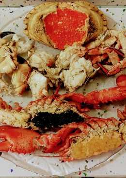 Bogavante con caviar y perlas de fruta de la pasión y buey de mar con perlas de salmón ahumado