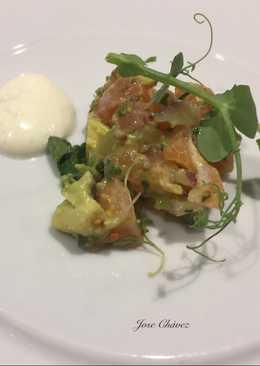 Tartar de Salmón marinado con mostaza y salsa agria