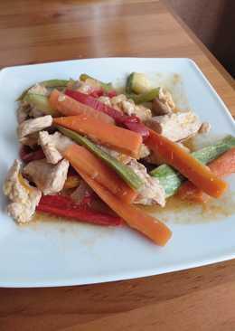 Solomillo de pavo con verduras y salsa de soja