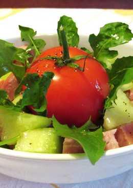 Ensalada fresca de melón con salami