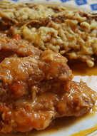 Costilla de Cerdo Guisada con Pastelitos de Quinoa y Brócoli