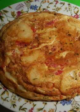 Tortilla de patatas (papas en Canarias), cebolla y pimiento