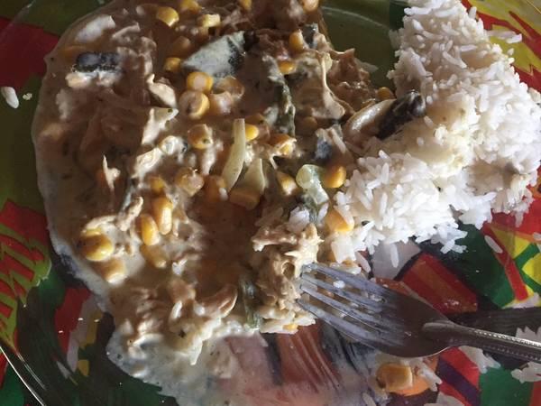Pollo con rajas y crema