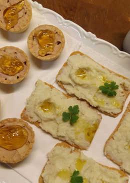 Tartaletas de foie gras con jalea de vino blanco