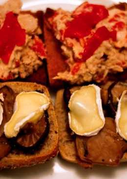 Tostas de setas y queso de cabra/ Tostas de atún y pimientos
