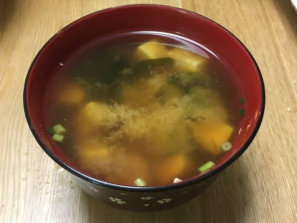 Sopa de miso con tofu y wakame
