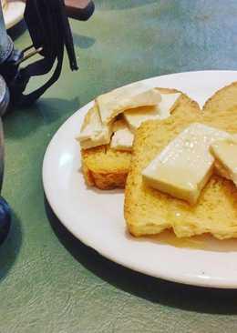 Tostadas con tofu y miel con mate con jengibre
