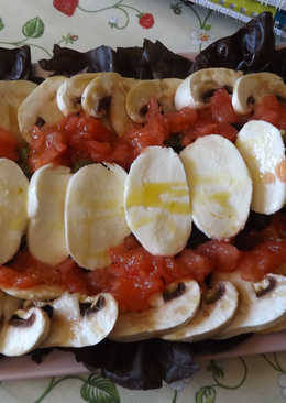 Ensalada de aguacate con champiñones y mozzarella