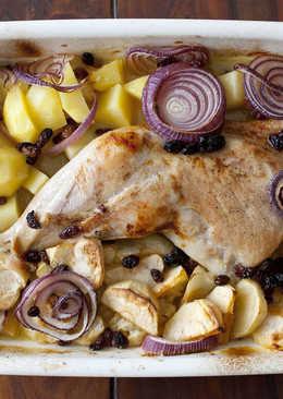 Pata de pavo al horno con cebolla, manzanas y pasas