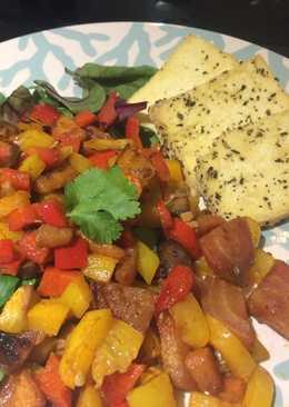 Ensalada con verdura asada y tofu a las hierbas