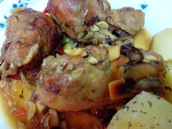 Muslitos de pollo con almendras y pasas
