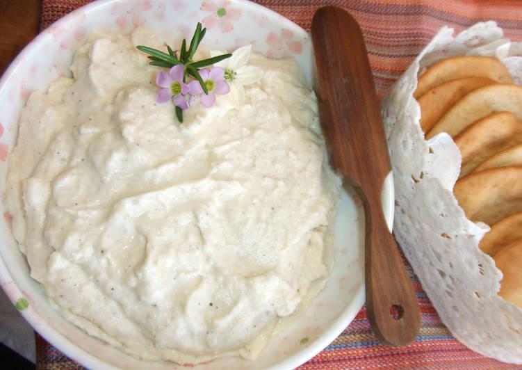 Dips de queso azul y almendras