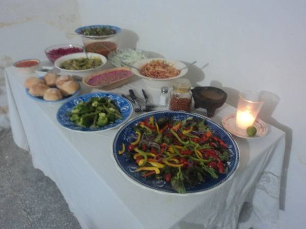 Ensalada de pimientos de colores y aderezo de mezcal y tuna geras correa. México
