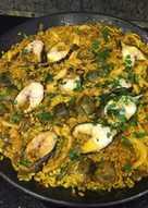 Arroz alicantino con morena, calamares y verduritas