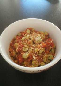 Habitas con jamón en salsa de tomate