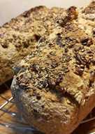 Pan casero con mix de semillas (opcional)