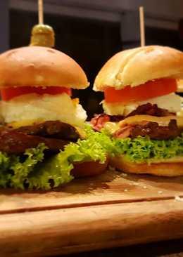 Chivitos uruguayos (sandwiche de bife)