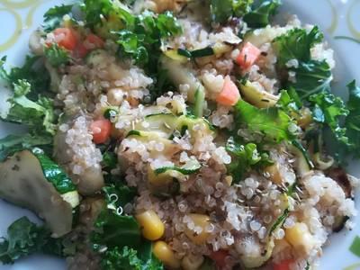 Ensalada tibia de quinoa, Kale y calabacín a la plancha
