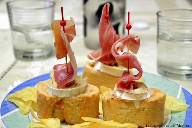 5 aperitivos muy fáciles y rápidos para Navidad - Receta de veleros de jamón y queso de cabra