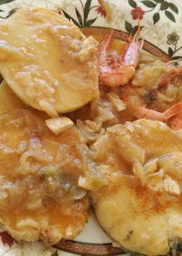 Guiso de merluza con patatas y gambas