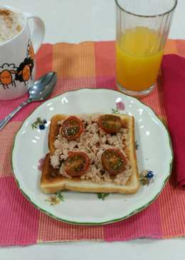 Desayuno: Tostada de atún y tomates cherry + café + zumo