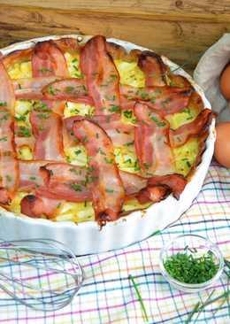 Tarta de calabacín con crema de queso con pimientos del piquillo y beicon