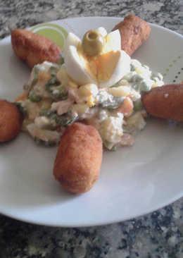 Croquetas de pollo con ensaladilla