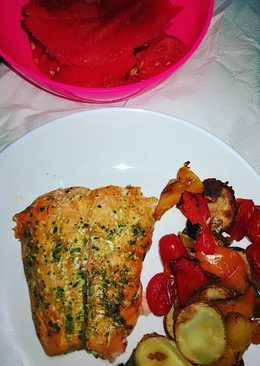 Salmón al horno con verduras