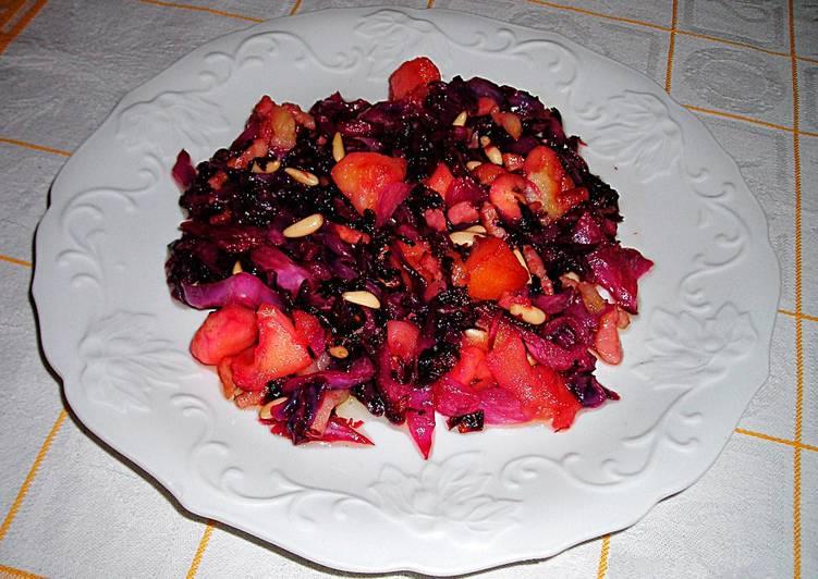 Col lombarda con manzanas granny smith y beicon for Cocinar lombarda