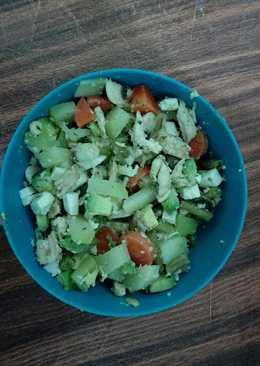 Ensalada de verduras al vapor con queso panela y pechuga
