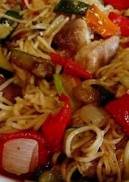 Wok de verduras, solomillo y fideos de arroz...ricooo!!