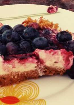 Tarta de yogur, queso y arándanos