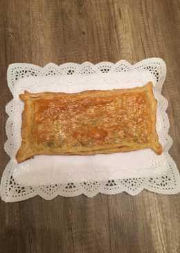 Empanada de morcilla y compota de manzana