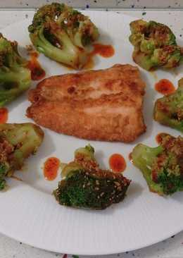 Salmón frito y brócolis salteados con ajos y pimentón
