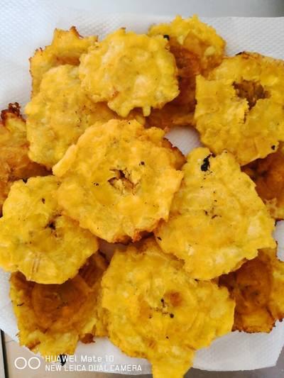 Patacones con sabor de ajo y limón