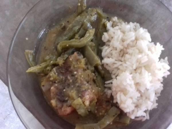 Carne de puerco en salsa verde y nopales!